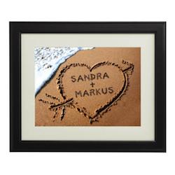 Romantisches Valentinsgeschenk für Ihn: Bild mit Herz mit Namen im Sand