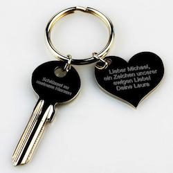 Valentinsgeschenk für ihn: Schlüssel zum Herzen mit Gravur