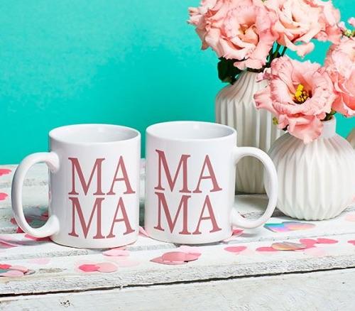 Minimalistische Tasse mit zartrosa Schriftzug MAMA (beidseitig bedruckt)