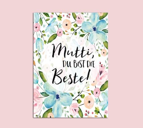 """Postkarte mit handgemaltem Blumenmotiv in Pastelltönen mit der Aufschrift """"Mutti, du bist die Beste"""""""