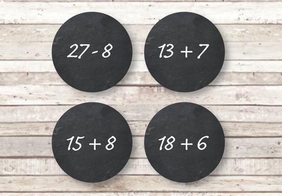 24 Aufkleber für einen Adventskalender mit Rechenaufgaben im Tafellook