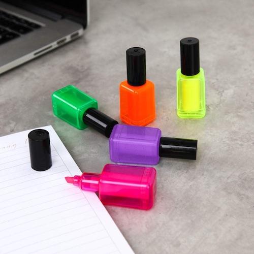 Wichtelgeschenke für Frauen: Textmarker im Nagellackdesign