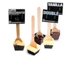 Schokoladen-Geschenk: Heiße Schokolade am Löffel