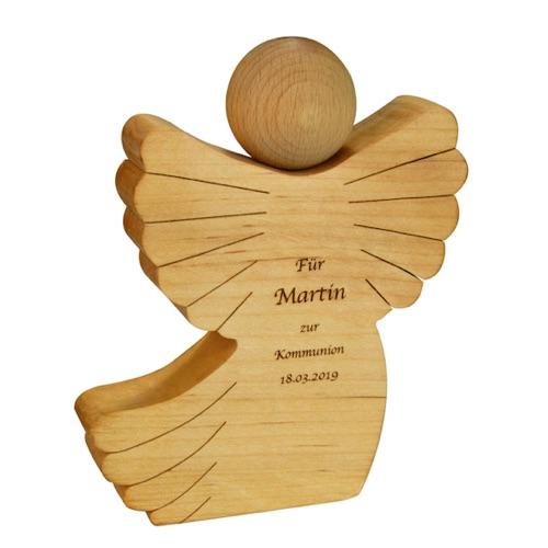 Mit Namen und Datum personalisierter Holzengel zur Kommunion