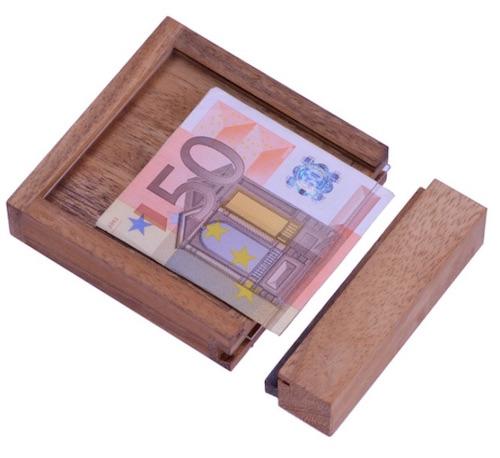 Magische Holzbox als Verpackung für ein Geldgeschenk zur Hochzeit