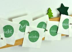 Adventskalenderleiste: magnetische Holzleiste für 24 Umschläge