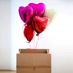 Originelles Valentinsgeschenk ohne Schokolade: Gefüllte Helium-Herzluftballons