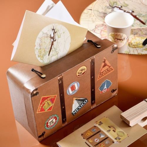 Koffer aus Papier um Geldgeschenke zur Hochzeit zu sammeln