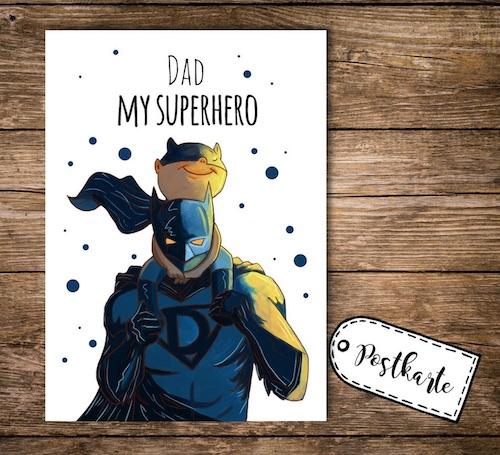 Postkarte zum Vatertag mit illustriertem Superdad Motiv