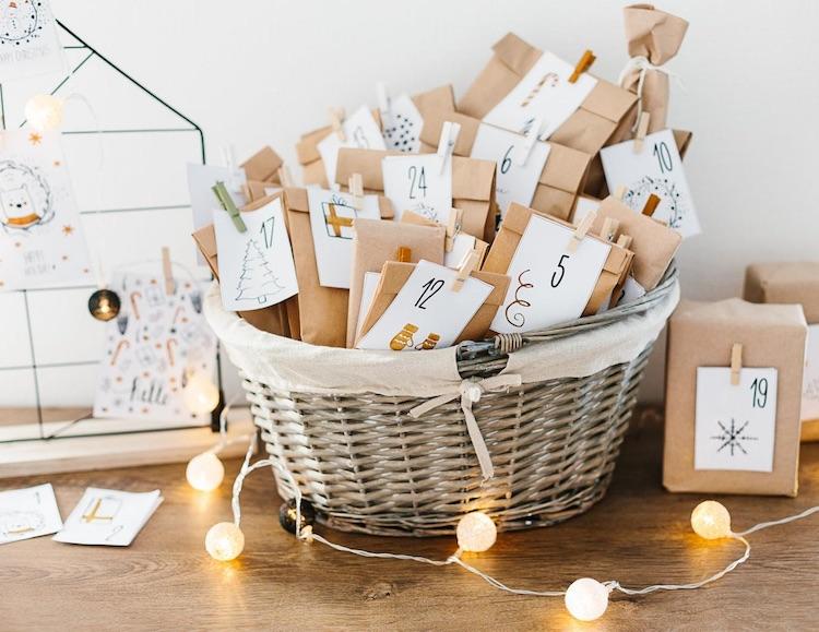 Näh Adventskalender gefüllt mit Stoffen und Nähzubehör